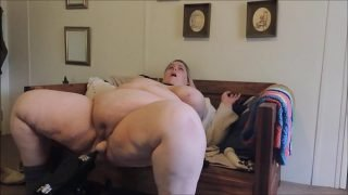Horny Natural SSBBW uses fuck machine and hitachi until orgasm