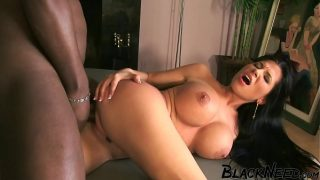 Model Receives A Facial From A Huge Black Dick xxx
